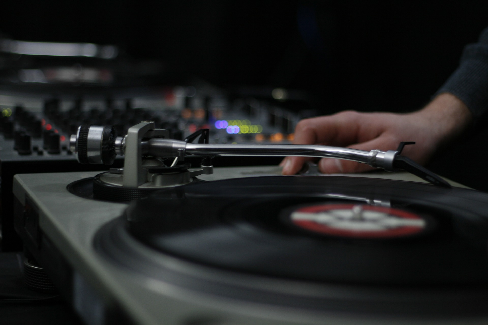 Electronic music straight from vinyl